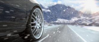 Автомобиль едет зимой