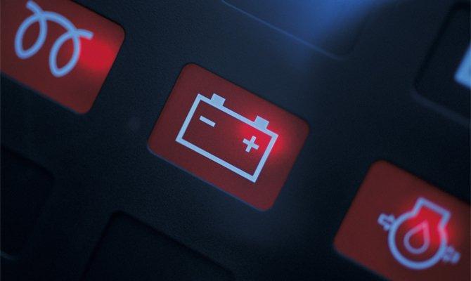горит аккумулятор на панели приборов